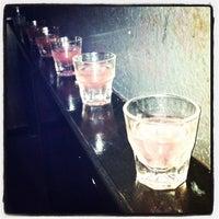 Photo prise au Bar Pink par Nikki le11/4/2012