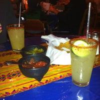รูปภาพถ่ายที่ El Comal Mexican Restaurant โดย Nikki เมื่อ 4/7/2013