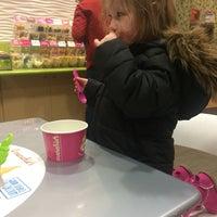 Photo taken at Menchie's Frozen Yogurt by Nicolas G. on 1/23/2016