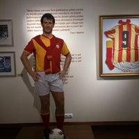 10/6/2012 tarihinde Mehmet S.ziyaretçi tarafından Galatasaray Müzesi'de çekilen fotoğraf