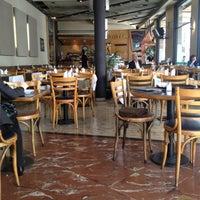 Foto tomada en Totem Pizza por Pierre M. el 10/18/2012