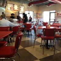 Foto tirada no(a) Freddy's Frozen Custard & Steakburgers por Lindsay B. em 7/21/2013