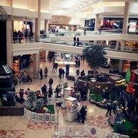 Foto tirada no(a) Woodfield Mall por MRCOOL. .. em 3/24/2013