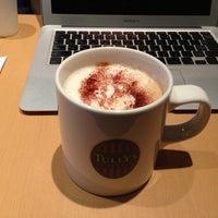 Foto tirada no(a) Tully's Coffee por Tetsuji O. em 4/9/2013