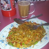Photo taken at Restoran Nasi Kandar Impian by Azlinda A. on 4/9/2013