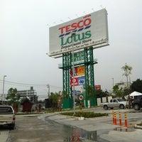 Photo taken at Tesco Lotus by chalit on 10/15/2012