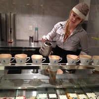 Photo taken at Blue Bottle Coffee by Yeh Ji S. on 11/28/2012