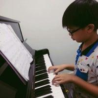 Photo taken at โครงการศึกษาดนตรีสำหรับบุคคลทั่วไป วิทยาลัยดุริยางคศิลป์ มหาวิทยาลัยมหิดล (Music Campus for Gerneral Public, College of Music, Mahidol University) by Chaowanee K. on 10/25/2014