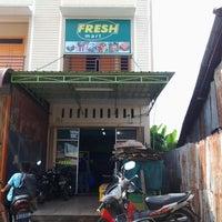 Photo taken at Fresh Mart by Nurhadi N. on 10/31/2012