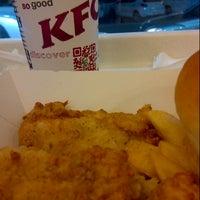 Foto tirada no(a) KFC por Homer H. em 11/15/2013