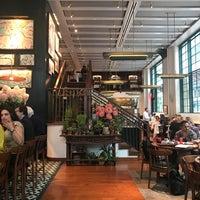 Foto diambil di Union Square Cafe oleh Pinnyppgroup pada 9/13/2017