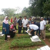 Photo taken at Tempat Pemakaman Umum Karet Tengsin by Nila E. on 7/28/2014