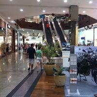 Foto tirada no(a) Shopping Neumarkt por Victor em 12/24/2012