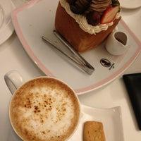Das Foto wurde bei Dazzling Cafe Pink von Ju am 3/1/2013 aufgenommen
