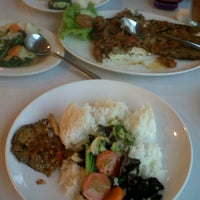 Photo taken at D'Cost Seafood by Anita Ribca S. on 12/12/2013