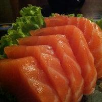 Foto tirada no(a) Ryuu Sushi Bar por Ju em 12/14/2012