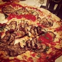 Foto scattata a Fratellino Pizzeria da thechommery il 6/11/2013
