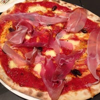 Foto scattata a Fratellino Pizzeria da thechommery il 6/12/2013