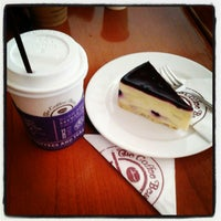 Photo taken at The Coffee Bean & Tea Leaf by jia. j. on 12/9/2012