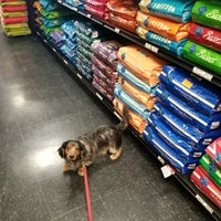 Photo taken at Chuck & Don's Pet Food Outlet by Steve S. on 11/24/2017