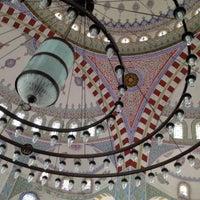 Photo taken at Kayisdagi Fatih Cami by Umut Erkan K. on 12/11/2014