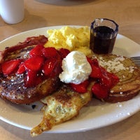 Photo taken at Coco's Bakery Restaurant by Barbara T. on 5/20/2014