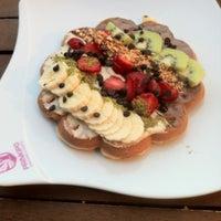 9/23/2012 tarihinde Hikmetziyaretçi tarafından Prinkipo Dondurma ve Waffle'de çekilen fotoğraf