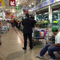 Photo taken at Makro La Urbina by Carlos B. on 12/18/2012
