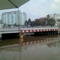 Photo taken at Cầu Thị Nghè by Quang Nhân P. on 10/13/2013