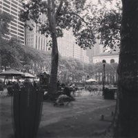 Foto tirada no(a) Bryant Park por Phillipe em 10/6/2013