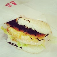 Photo taken at MOS Burger by ngtenghui on 3/31/2013