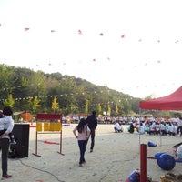 Photo taken at 언동초등학교 by Youngki k. on 10/13/2012