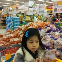 Photo taken at emart by Youngki k. on 11/10/2012