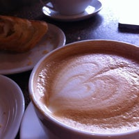 Снимок сделан в The Conservatory for Coffee, Tea & Cocoa пользователем Deb 2/2/2013