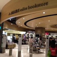 Das Foto wurde bei Eslite Bookstore von Hg am 10/12/2012 aufgenommen