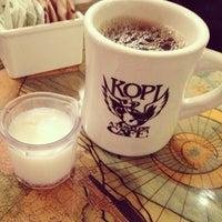 10/20/2012 tarihinde Timothy S.ziyaretçi tarafından Kopi Café'de çekilen fotoğraf