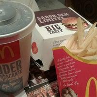 Foto tomada en McDonald's por Mariana S. el 11/24/2012