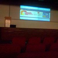 Foto tirada no(a) Auditorium BINUS University por Anindra E. em 4/3/2013