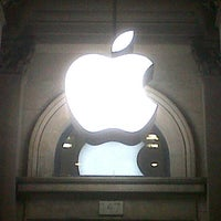 Photo taken at Apple Buchanan Street by Jungleboy 叢. on 11/25/2012
