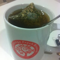 Photo taken at Tea Lounge Fresh Brewed by Taufu on 10/5/2012