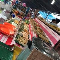 Photo taken at Bazar Ramadhan,Kamunting,Perak. by Aniz L. on 7/7/2014