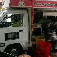 Photo taken at Azhar Station Special Nasi Ayam Goreng Kunyit by Mas Adi I. on 8/6/2015