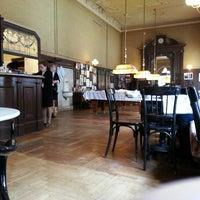 Photo prise au Café Sperl par Дмитрий le2/22/2013