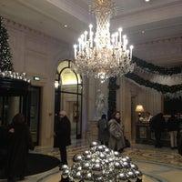 Photo prise au Hôtel Four Seasons George V par Melissa S. le12/27/2012
