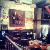 Photo prise au Delaville Café par Erwan G. le12/27/2012