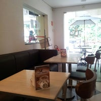 Foto tirada no(a) Fran's Café por Ronieder em 3/19/2013