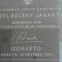 Photo taken at Four Seasons Hotel Jakarta by Eveline K. on 5/15/2015