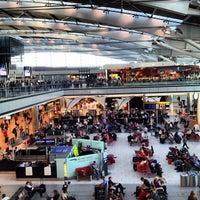 10/6/2013 tarihinde Fraserziyaretçi tarafından Londra Heathrow Havalimanı (LHR)'de çekilen fotoğraf