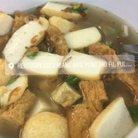 Photo taken at Restoran Yong tau fu Pulau Gadong by Aisyah S. on 2/12/2017