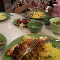 Photo taken at Restoran Pak Mal Nasi Ayam by Faiz M. on 9/30/2012